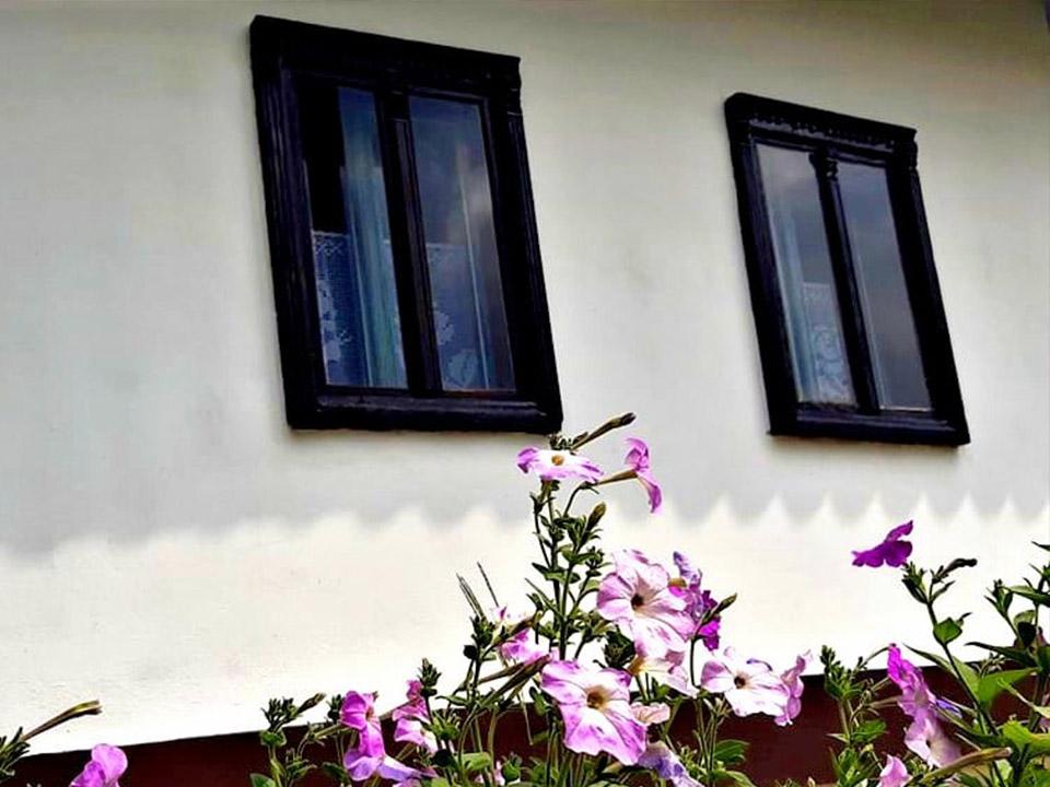 Díszes ablakok